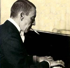 tech_tabak_serge_rachmaninov_smoking_cigarette_holder_playing_piano_aa_01_01a